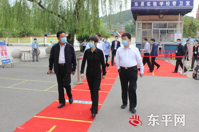 东平县政府党组成员李便宁到东原实验学校检查指导开学准备工作
